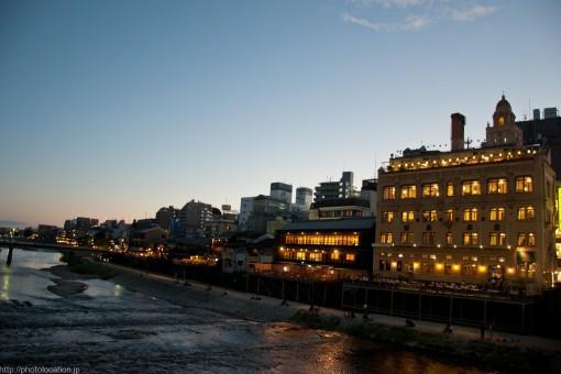 夕暮れ時の鴨川
